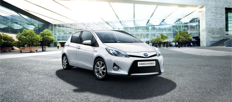 toyota-yaris-hybrid-2012-exterior-tme-001-prev_tcm420-1128303