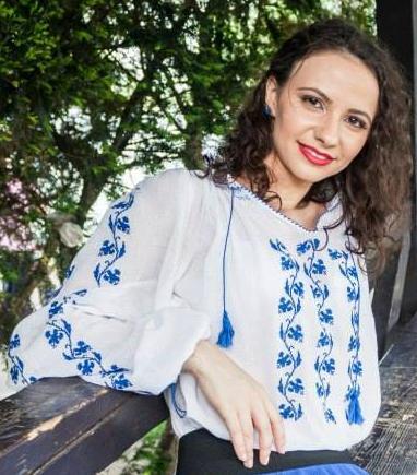 """Interviu cu juriul Raluca Cincu: """"Superbloggerii să scrie pentru cititori, nu pentru ei înșiși"""""""