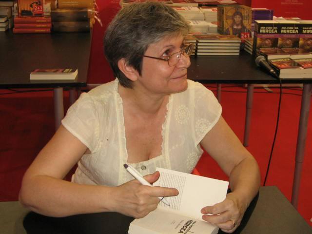 """Interviu cu Ana-Veronica Mircea, autoarea blogului """"Ropot de secunde"""""""