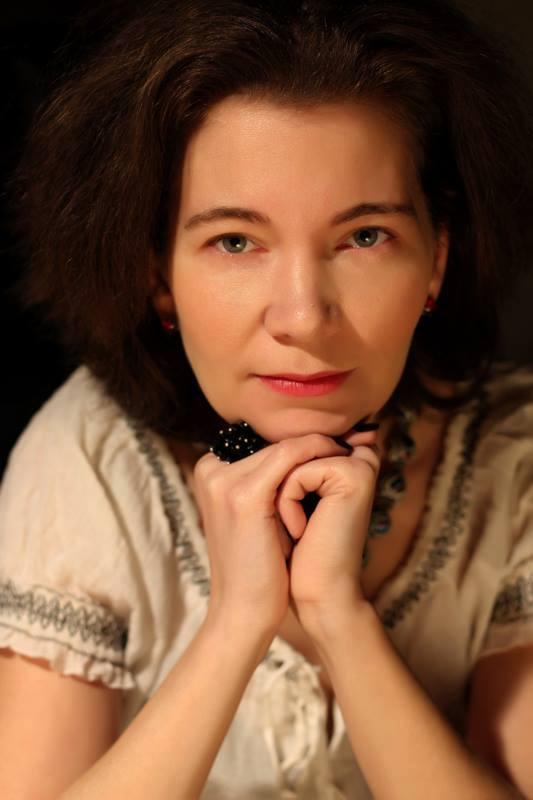 """Interviu cu Irina Bartolomeu: """"Social media este ceea ce îți dă de gândit"""""""