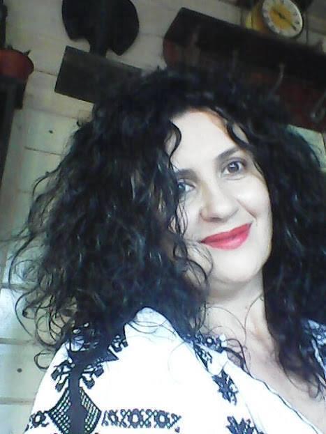 Interviu cu Adriana Tîrnoveanu, Povestitoarea